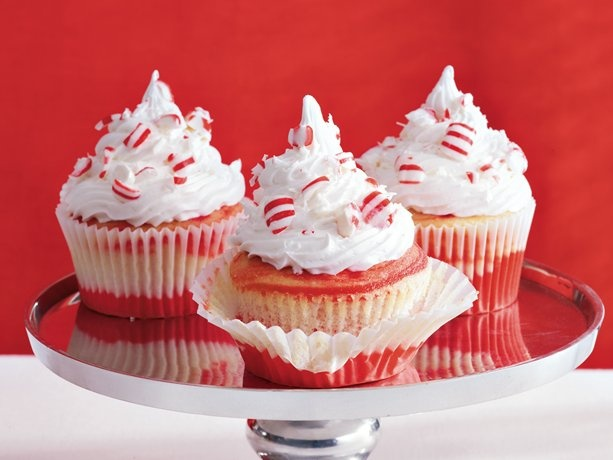 red velvet cupcake con candy canes